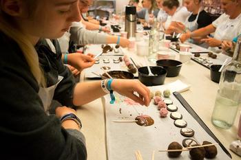 4H-ere lager sjokolade med pynt