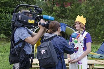 En 4H-er på leir blir intervjuet av NRK