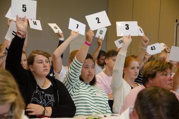 4H-medlemmer stemmer for et vedtak.