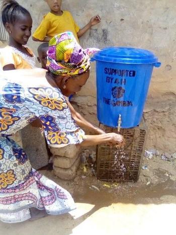 Såpe og vann til 4H Gambia