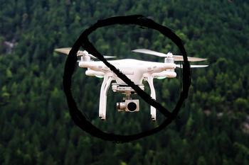 Drone med forbudsskilt, foto: Pexels fra Pixabay