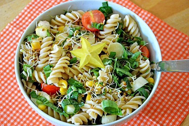 Pastasalat, foto: Jenny Shead from Pixabay