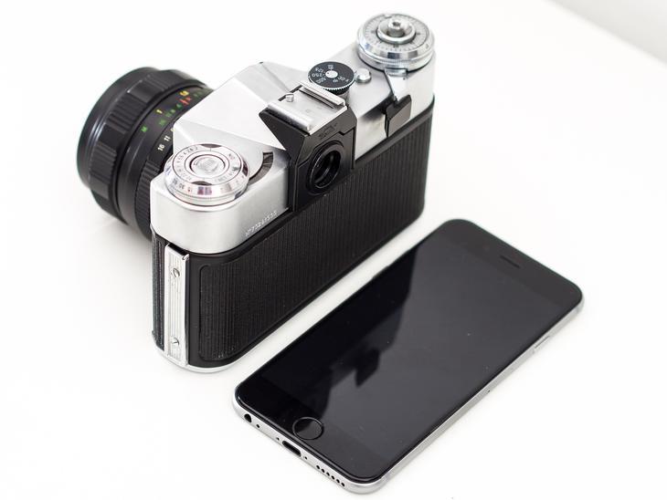 Fotoamera og mobil, foto: Dariusz Sankowski fra Pixabay