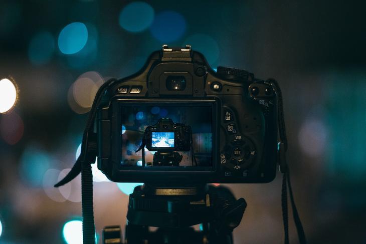 Kamera i kamera, foto: Pexels fra Pixabay