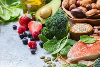 Utvalg av sunne matvarer, foto: higorhsa fra Pixabay